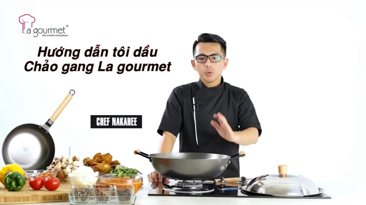 hướng dẫn tôi dầu chảo gang la gourmet
